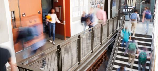Naar de mensen toe: pop-up Informatiepunten Digitale Overheid op scholen