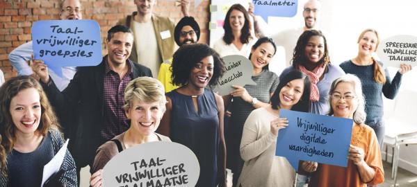 Brochures over taalvrijwilligers en de Bibliotheek